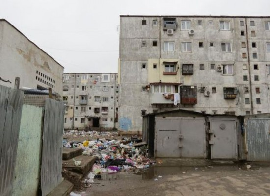 A poor neighborhood in Bucharest where many Roma people live | Photo: BIRN - See more at: http://www.balkaninsight.com/en/article/roma